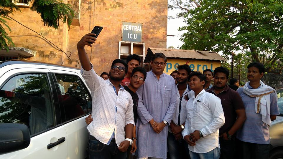 MP Baijayant Jay Panda at SCB Hospital with college students from Cuttack