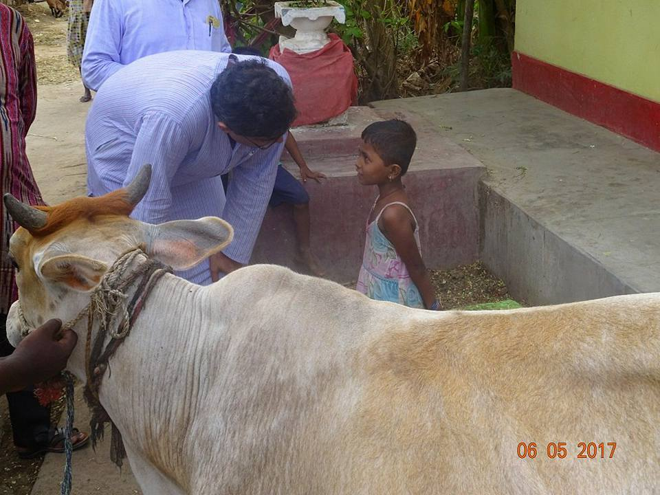 MP Baijayant Jay Panda chatting with a local schoolgirl about midday meal